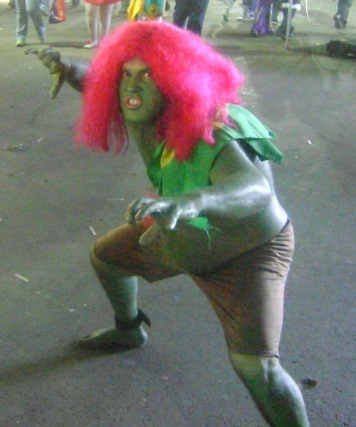 Cosplay-blanka. Never fight a man with nipples this big! YOU CAN'T WIN!
